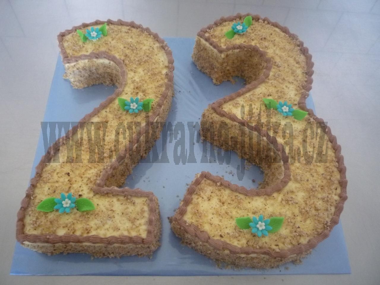 číslice dort - vrch sypaný ořechy č.392