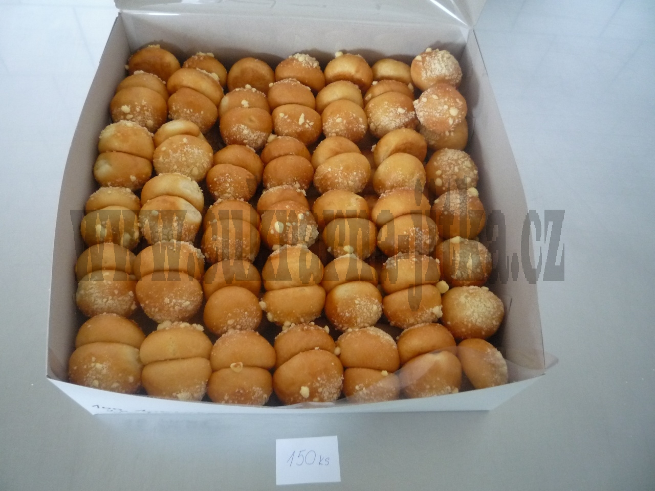 koláčky svatební  malé v dortové krabici   150 ks