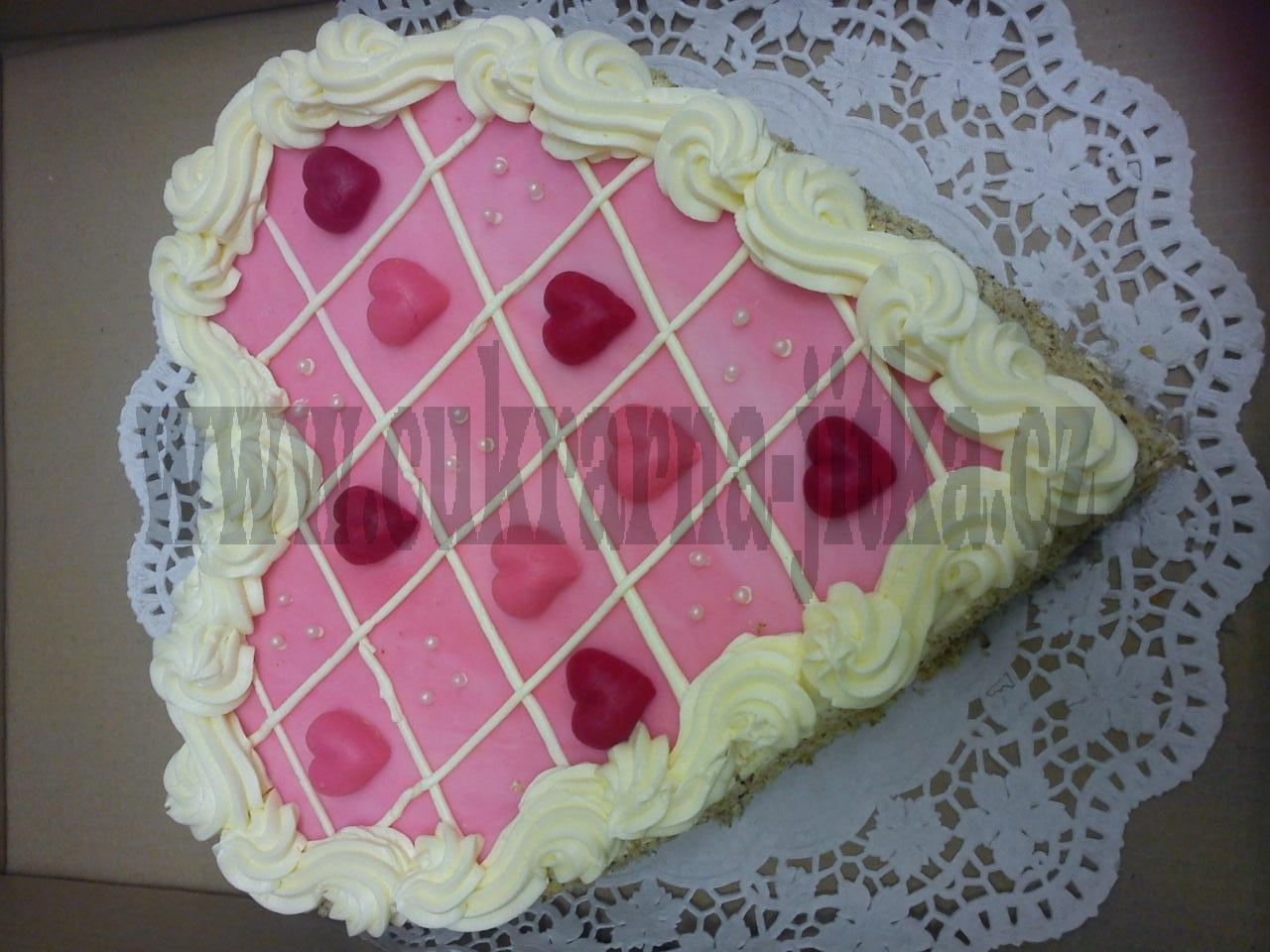 srdce dort -  vrch marcipán i srdíčka, bok ořech