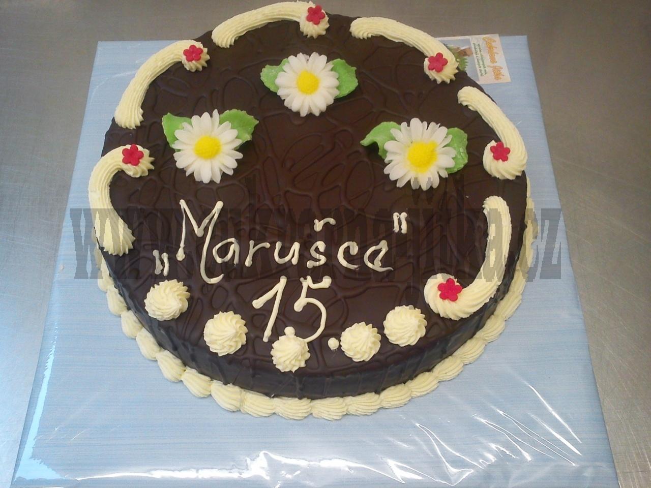 dort kulatý celý v čokoládě