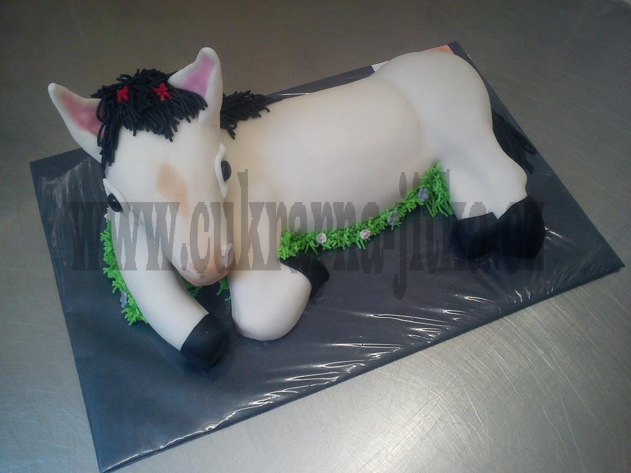 zvířátko kůň  bílý ,černá hříva č.612
