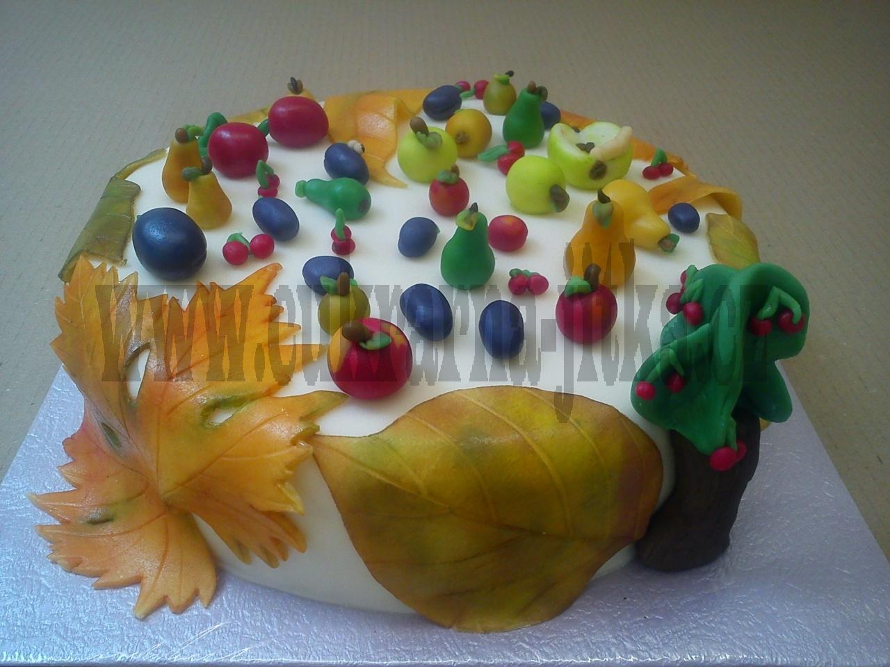 dort č. 823  kulatý podzimní listí marcipánové ovoce hrušky, jablka,švestky,třešínky,červík
