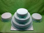 svatební 3 patrový dort zelenkavá mašle,děkovné dortíky