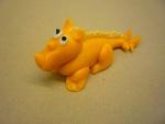 marcipánový dinosaurus žlutý