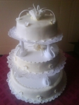 svatební dort kulatý 3 patra na podstavci    č.425
