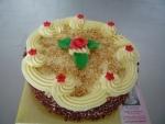 základní kulatý dort vrch ,bok sypaný křupíny  růžička