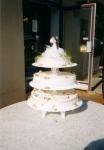 svatební 3 patrový dort s podstavci uprostřed    č.119