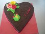 srdce velké dort celé v čokoládě s 3 růžemi 3 poupátky   č.443