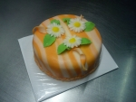 dort oranžovo bílý s kvítečky
