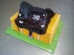 dort koňské sedlo na balíku slámy č.609