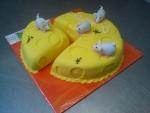 sýr s bílýma myškama dort celý v marcipánu č.608