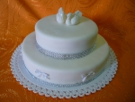 svatební 2 patrový kulatý bílý dort s labutěmi a lesklým štrasem č.446