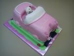 Hellou Kitty v růžovém auťe velkém na silnici