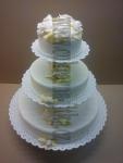 svatební dort 3 patra na podstavci bílé růže zlaté lístky č.730