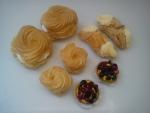 zákusky  bez řepného cukru:větrník, věneček, šáteček, ovocný košíček