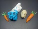 figurka  marcipánový šmoula 2   s křečkem a mrkvičkou